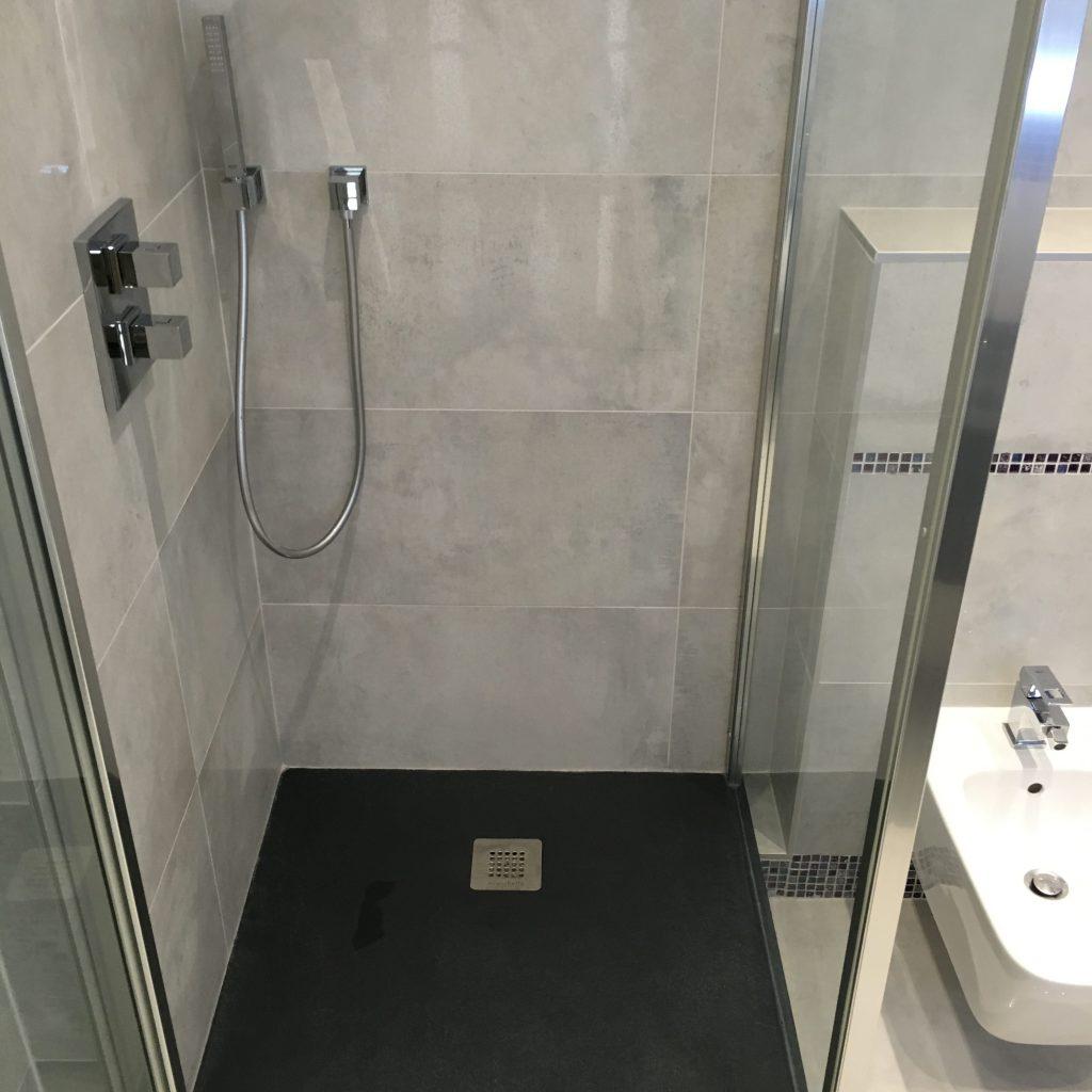 receveur aquabella latest bruz u salle de bains rennes u plomberie u agencement u salle de. Black Bedroom Furniture Sets. Home Design Ideas